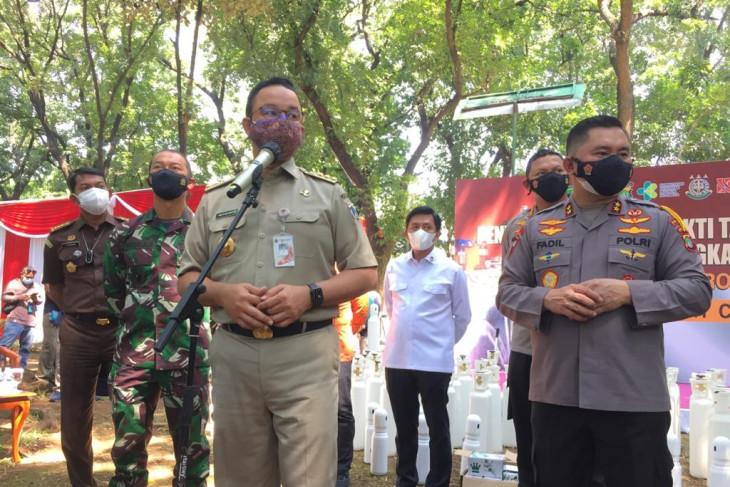 Sale of fake oxygen cylinders deplorable: Jakarta governor