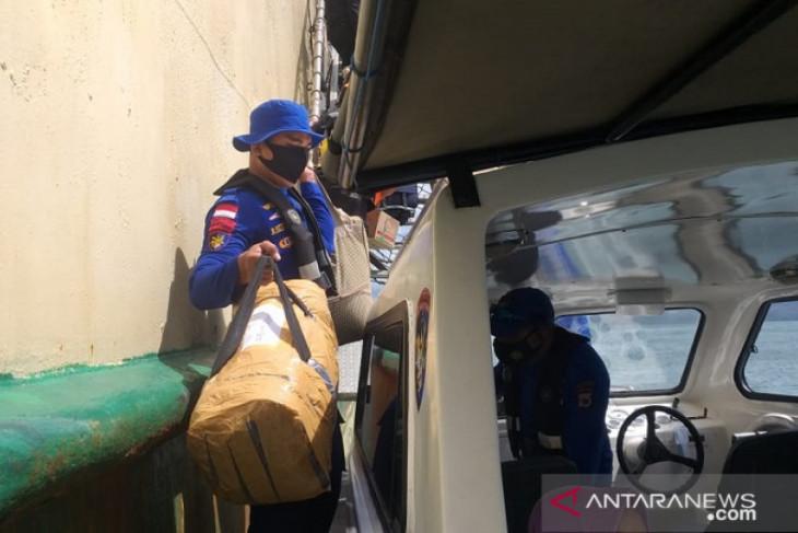 KP Polairud evakuasi 500 penumpang KM Tidar yang kandas di Pulau Buru