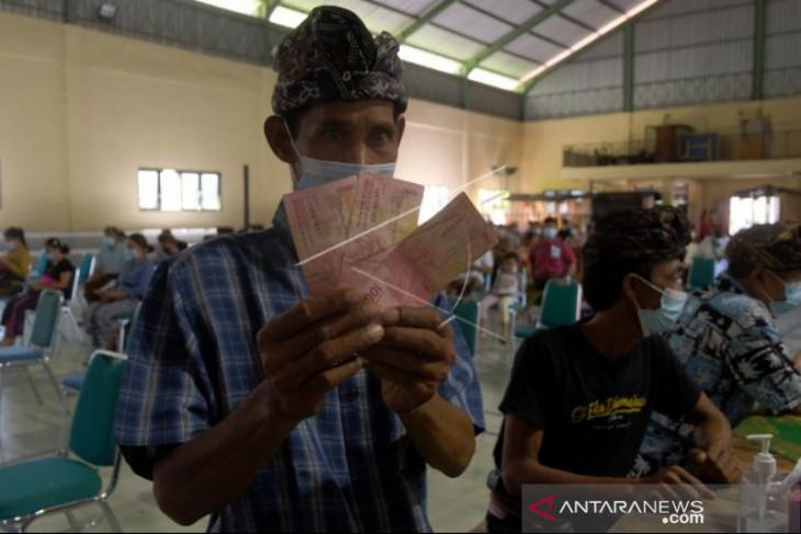 Pemkab Badung salurkan bantuan uang tunai PPKM