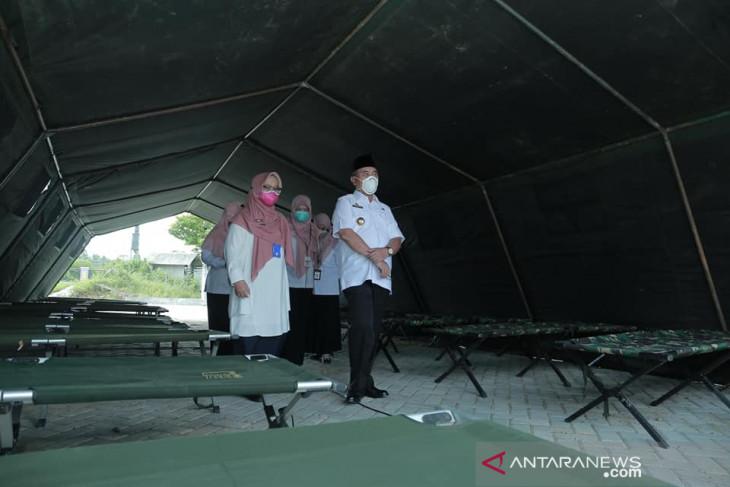 Tenda biru RSUD Kandangan untuk antisipasi keluarga pasien yang menunggu