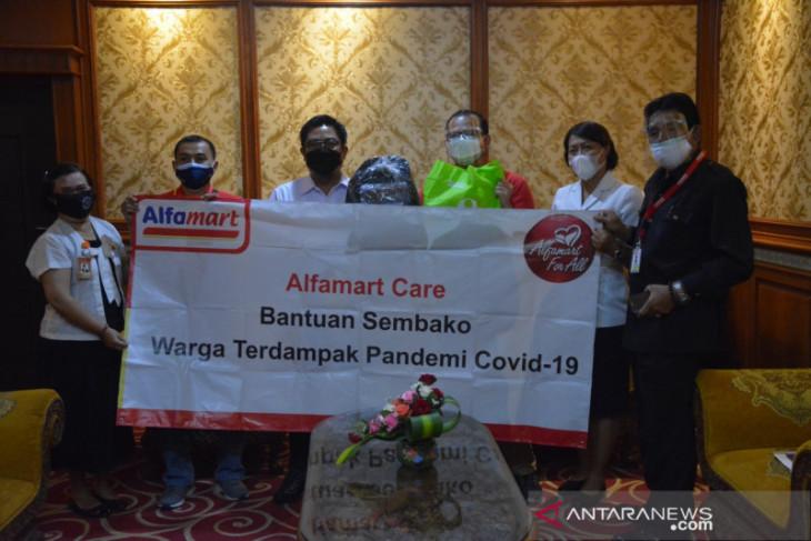 Pemkot Denpasar terima paket sembako untuk masyarakat dari Alfamart