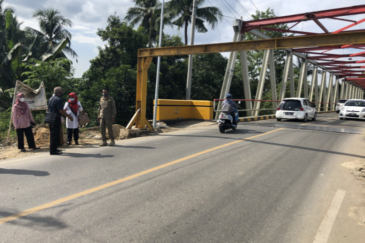 Legislator tinjau kondisi portal jembatan Paringin