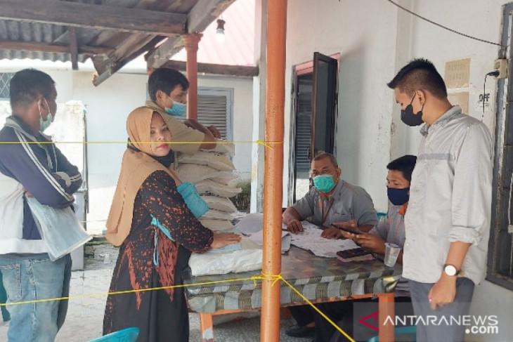 Pendistribusian beras PPKM di Tanjungbalai oleh PT Pos Indonesia dikritisi