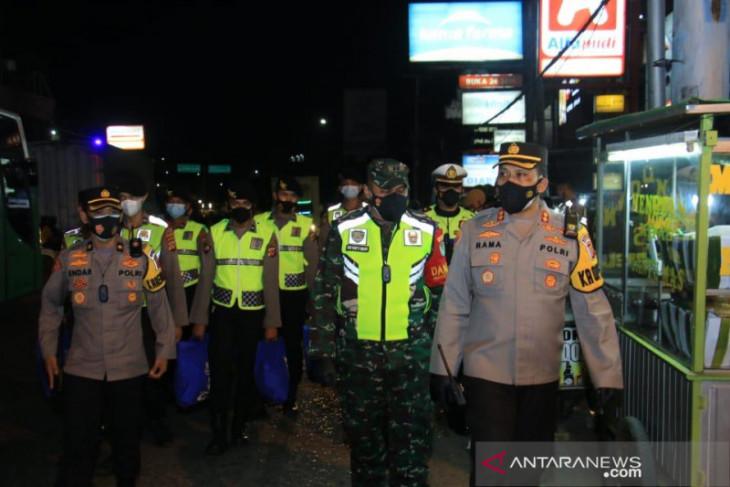 Dua perusahaan pelanggar prokes di Karawang ditutup sementara