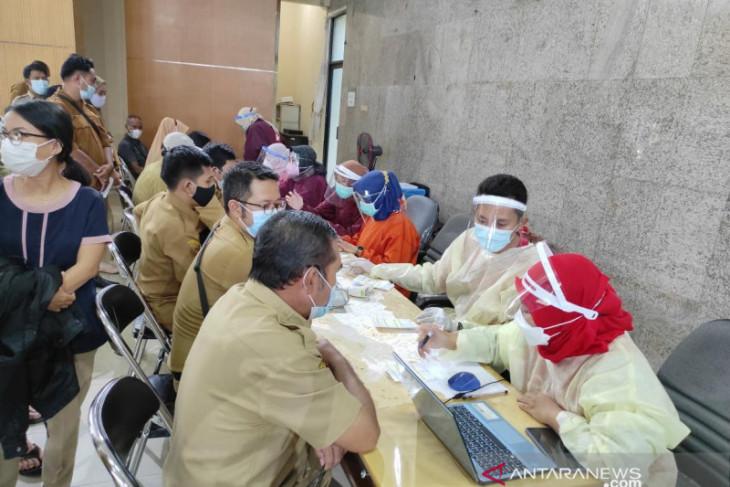 Dinkes Belitung: 10.976 warga masyarakat umum telah di suntik vaksin COVID-19