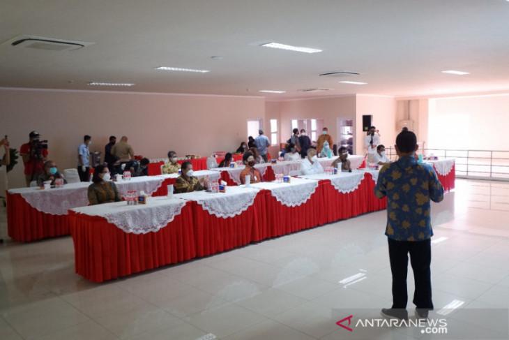 Perwakilan Kemenperin tinjau vaksinasi gotong-royong di kawasan industri Karawang