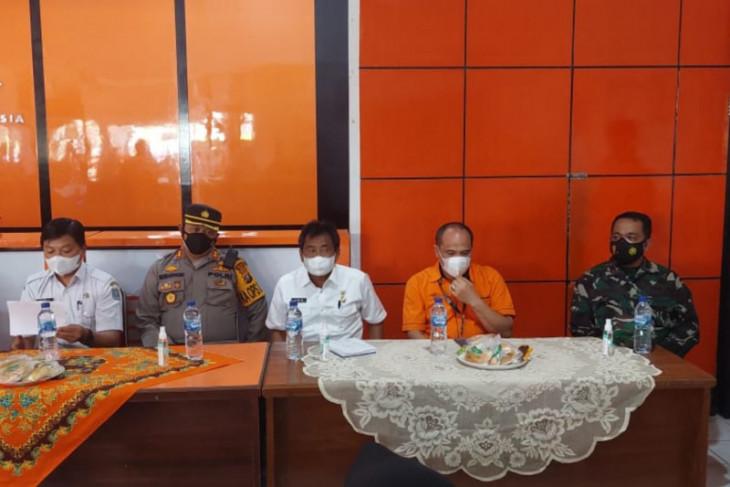 Wali Kota Binjai bersama Kapolres  bagikan sembako