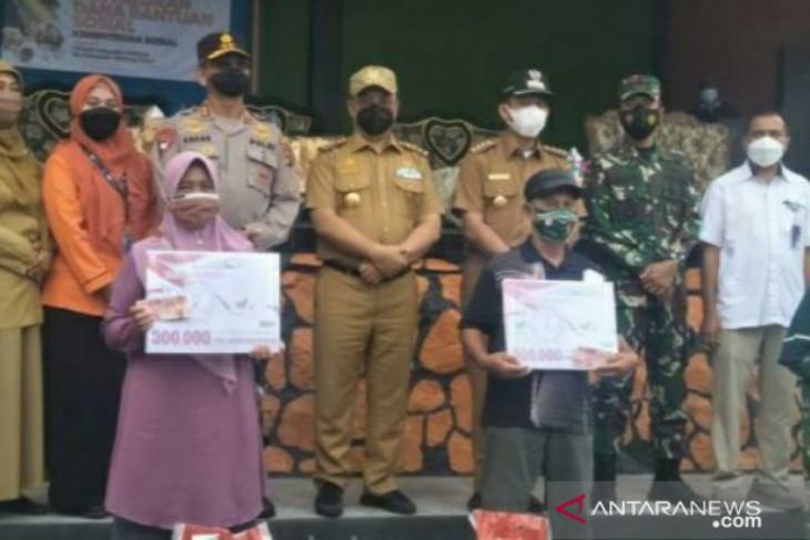 Gubernur Babel pantau penyaluran bantuan PPKM di Belitung Timur