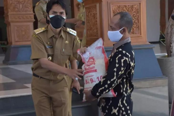 Pemkab Madiun distrbusikan 683 ton beras untuk warga terdampak PPKM