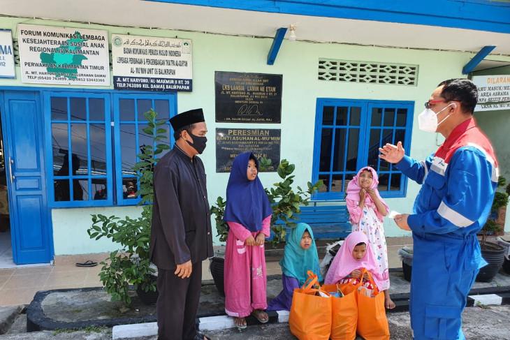 Pekerja Pertamina kumpulkan donasi sumbang warga terdampak PPKM