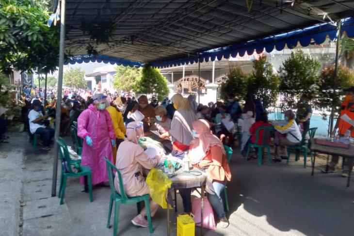 Golkar beri dukungan pelaksanaan vaksinasi berbasis RW di Surabaya