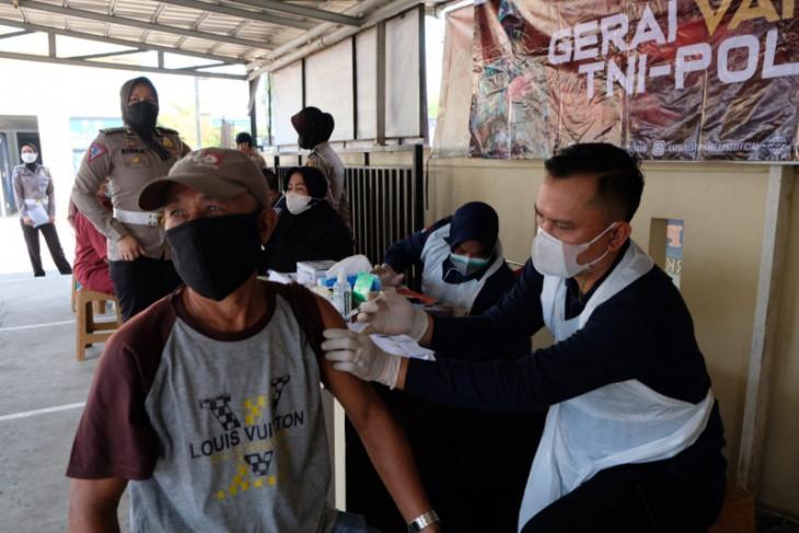 Satlantas Polresta Tangerang gelar vaksinasi COVID-19 bagi pemohon SIM