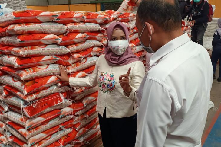 Pastikan beras aman dan berkualitas, Wali Kota Mojokerto sidak gudang Bulog