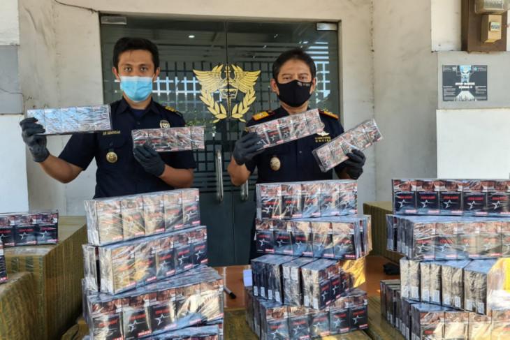 Bea Cukai gagalkan penyelundupan 320 ribu batang rokok polos di Gresik