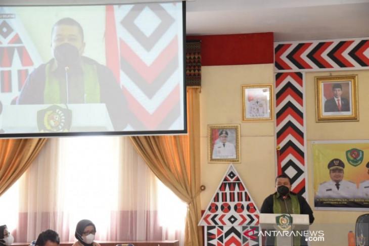 Bupati Tapsel terima penghargaan dari Kementerian PPPA