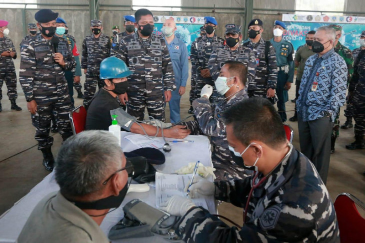 Navy organizes vaccinations for maritime community in Serang