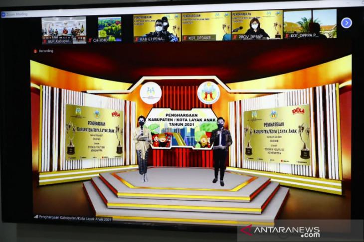 Pemkab Bogor terima penghargaan Kabupaten Layak Anak kategori madya