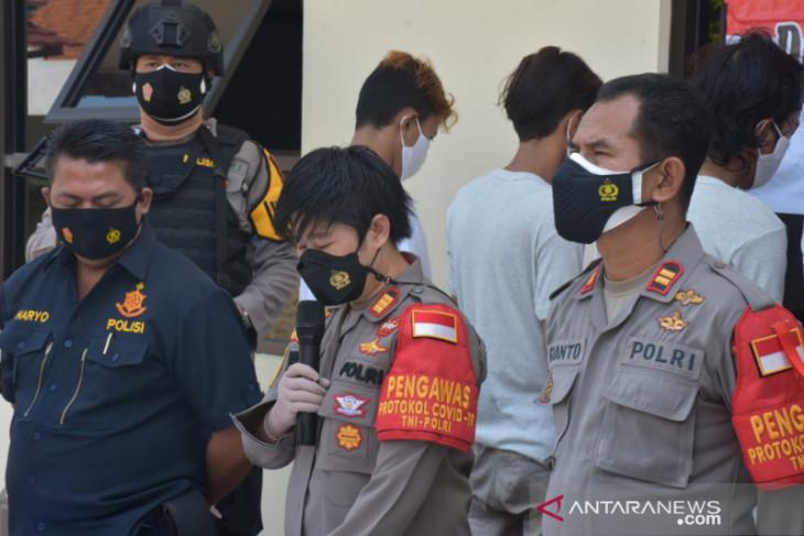 Komplotan begal bersenjata tajam diringkus polisi di Bekasi