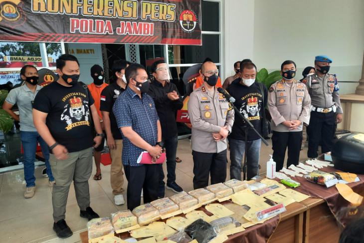 Polisi Jambi tembaki mobil kurir pembawa 8Kg sabu-sabu