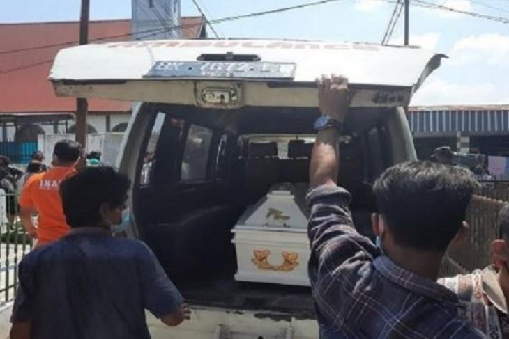 Polisi evakuasi warga Simalungun yang tewas membusuk di dalam rumahnya