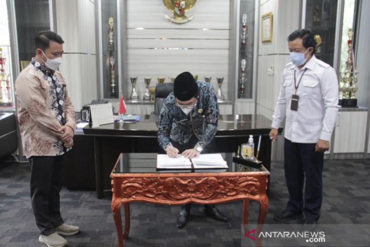Bupati HST tandatangani naskah aset dua sekolah senilai  Rp 3 miliar lebih