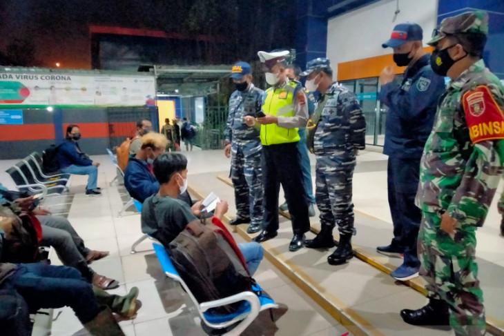 TNI AL tegakkan PPKM di Pelabuhan Trisakti Banjarmasin