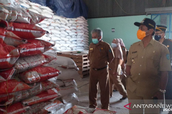 Perum Bulog Belitung pastikan stok beras cukup selama PPKM