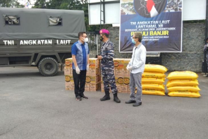 Lantamal XII terima penyaluran bansos dari Alumni Jabotabek