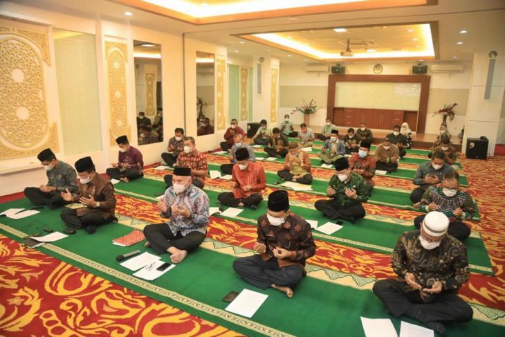 Munajat Aparatur Sipil Negara  di Serambi Makkah untuk pengentasan COVID-19