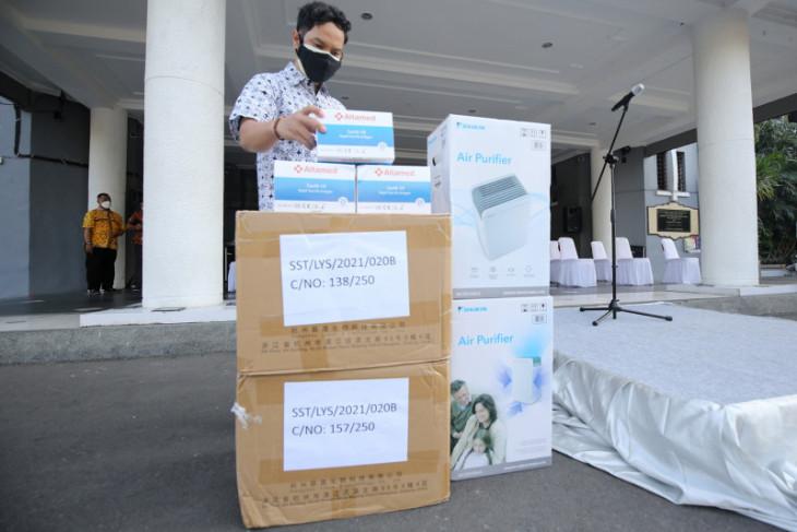 Bank Jatim sumbang 5.000 alat antigen untuk penanganan COVID-19 di Surabaya