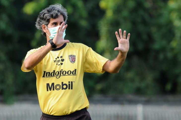 Pelatih Kepala Bali United Stefano Cugurra belum putuskan pengganti Diego Assis