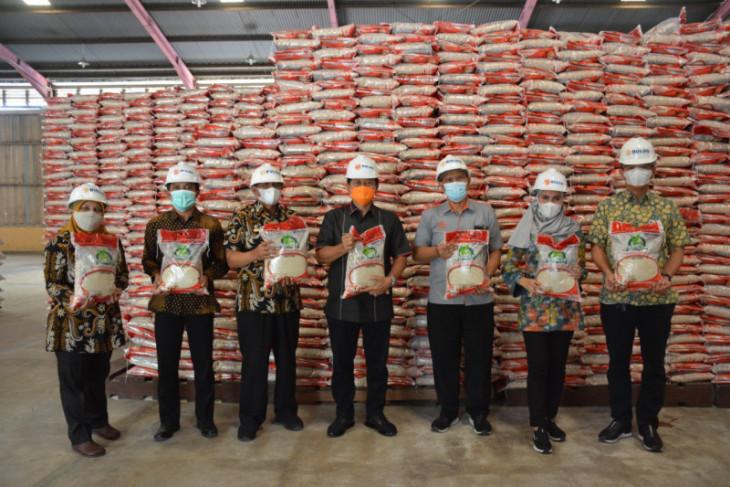 Sekda periksa beras yang akan disalurkan buat warga Langkat