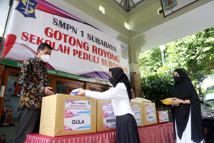 Aksi sosial pelajar SMP bantu penanganan COVID-19 di Kota Surabaya