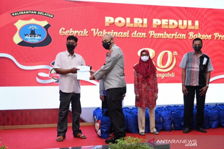 Alumni Akpol angkatan Kapolri vaksin 1.991 warga Kalsel
