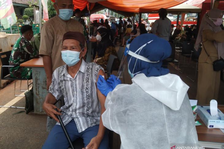 Tiga juta warga luar  vaksin COVID-19 di Jakarta