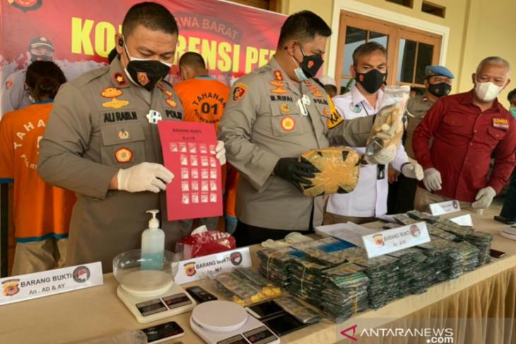 Polisi Cianjur tangkap bandar modus tempel sabu-sabu dalam angkot