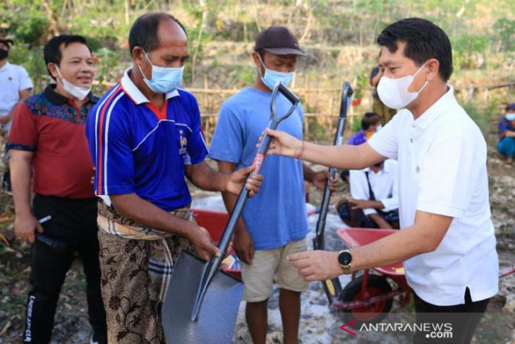 Pemkab Klungkung adakan proyek padat karya garap jalan 1.050 meter di Nusa Penida