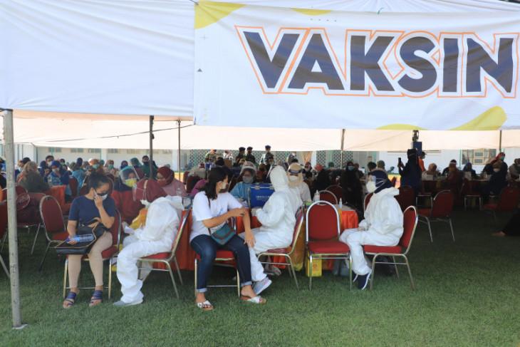 Pelaksanaan vaksinasi dosis kedua AstraZeneca di Surabaya berlangsung tertib