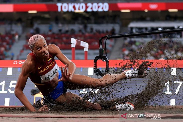 Rekor dunia lompat jangkit putri patah di Tokyo setelah 26 tahun