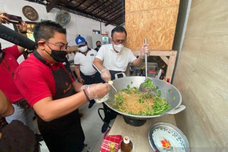 Pemkot Denpasar buka posko dapur umum COVID-19 selama PPKM