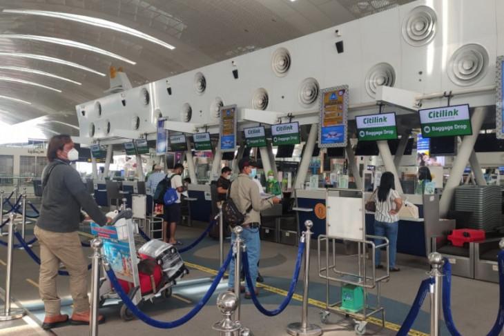 Penumpang di Bandara  Kualanamu wajib unduh aplikasi PeduliLindung