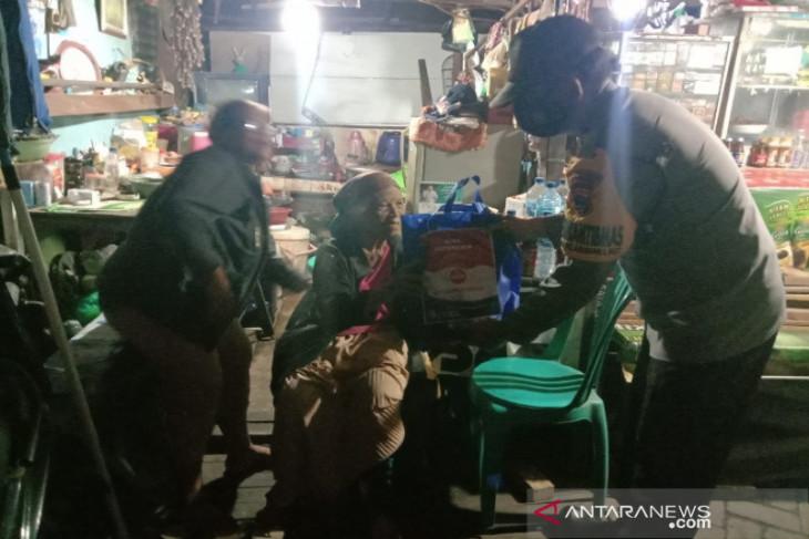 Polresta Banjarmasin operasi yustisi sambil bagi-bagi sembako