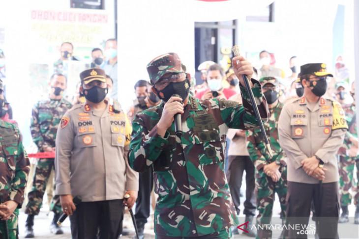 Panglima TNI berikan arahan terkait penerapan Silacak dan Inarisk aplikasi pelacak COVID-19 di Madiun