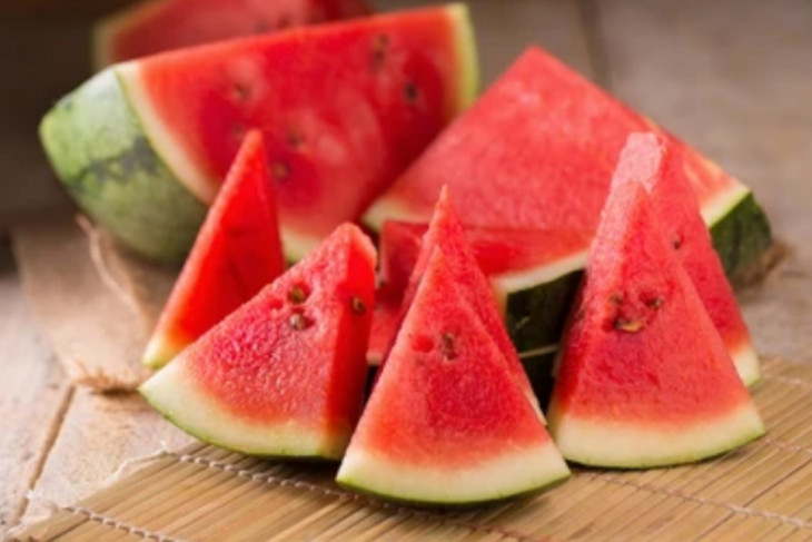 inilah lima makanan dan minuman yang keren melawan dehidrasi