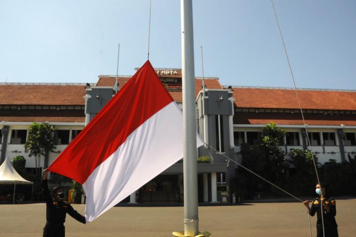 Warga Surabaya kibarkan Bendera Merah Putih selama Agustus