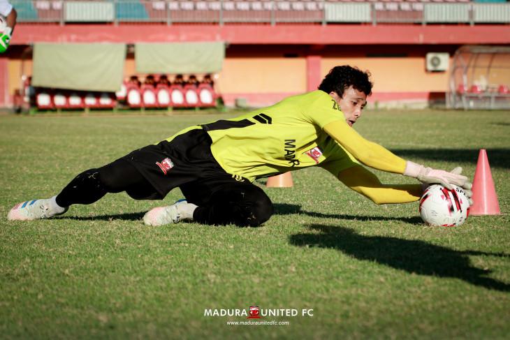 Kiper Madura United sibuk jadi pemateri seminar