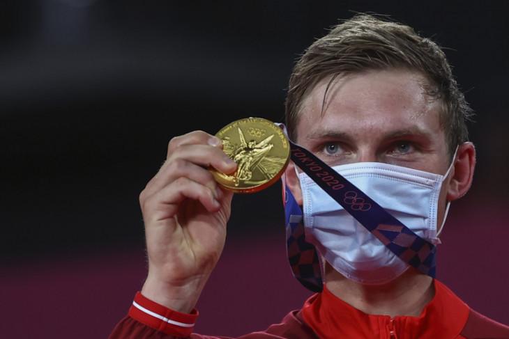 Axelsen rebut medali emas bulu tangkis dari juara bertahan Chen Long
