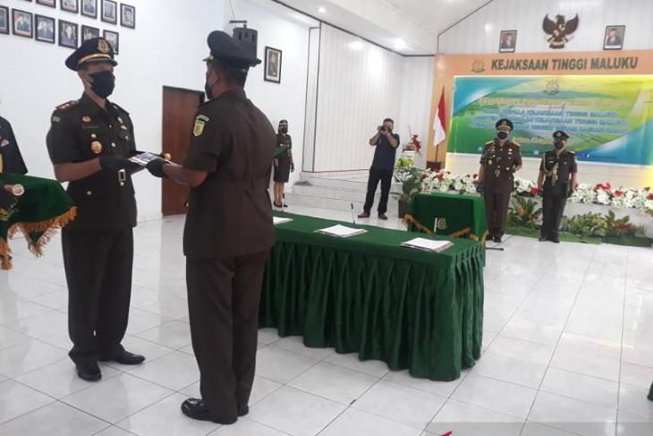 Undang Mugapol lantik tiga pejabat utama Kejati Maluku tingkatkan kinerja