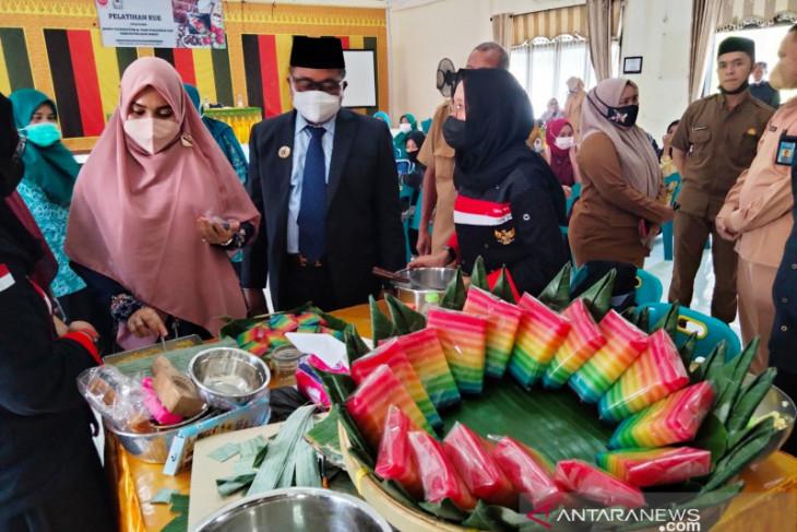 Pemkab latih warga Aceh Barat bikin kue, bisa dijual ke luar negeri