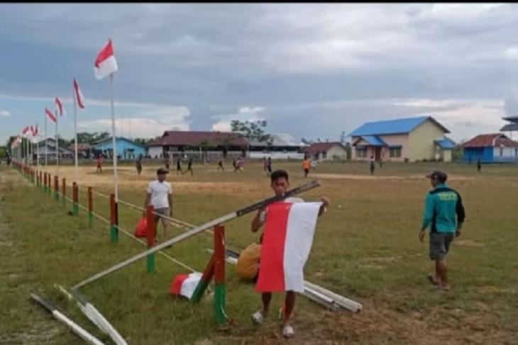 Ratusan bendera merah putih berkibar di Desa Sasan pedalaman Kalbar